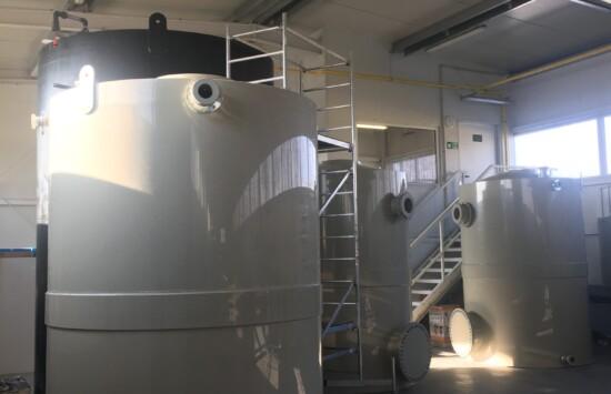 Zbiorniki cylindryczne z tworzywa – producent zbiorników z atestami UDT