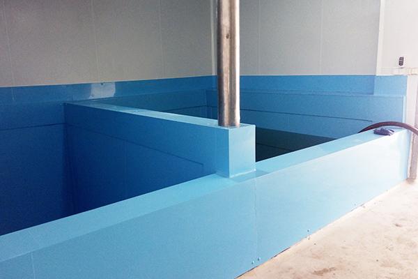 Wyłożenie dużego zbiornika do kiszenia na hali produkcyjnej tworzywem z atestem PZH - spełnienie wymagań sanepidu