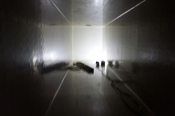 wnętrze komina z tworzywa pionowego aparatu skruberowego z napylaniem wodą
