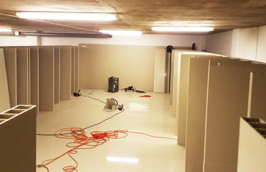 pełne wykorzystanie gabarytu pomieszczenia na zbiornik na wodę w budynkach użyteczności publicznej
