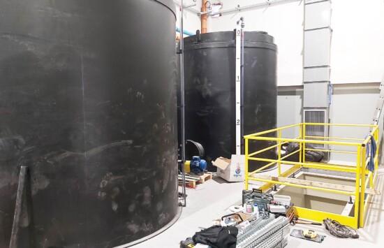 Zbiorniki dozorowe UDT magazynowe na kwas solny HCl wraz z instalacjami towarzyszącymi – kompleksowa realizacja