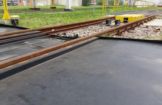 tace kolejowe z tworzywa zabezpieczenie miejsc rozładunku chemikaliów z cystern kolejowych
