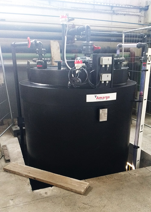 zbiornik do magazynowania wody amoniakalnej z tworzywa pionowy montowany na miejscu chemoodporny