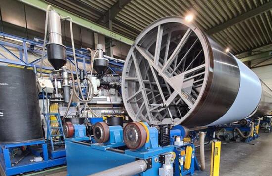 Produkcja innowacyjnych zbiorników z tworzyw termoplastycznych metodą nawojową – co przemysł na niej zyska?