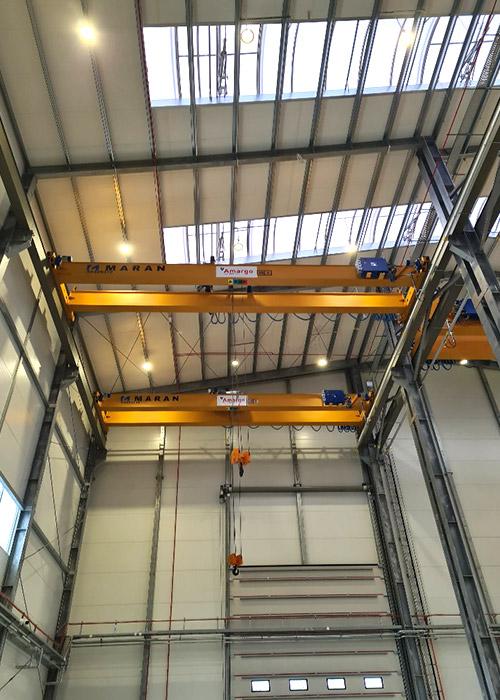 wyposażenie nowej hali producenta zbiorników z tworzyw sztucznych suwnice o udźwigu 20 ton