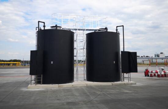bezciśnieniowe zbiorniki na chemie bez udt przeznaczone do magazynowania clariant z szafami załadowczymi